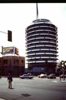 Olle Bergren utanför klassiska skivbolaget Capitol i Hollywood, Los Angeles