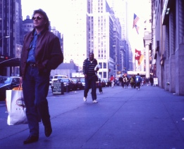 Olle Bergren på shoppingtur i New York. Innan vi gick vilse och hamnade i Harlem.